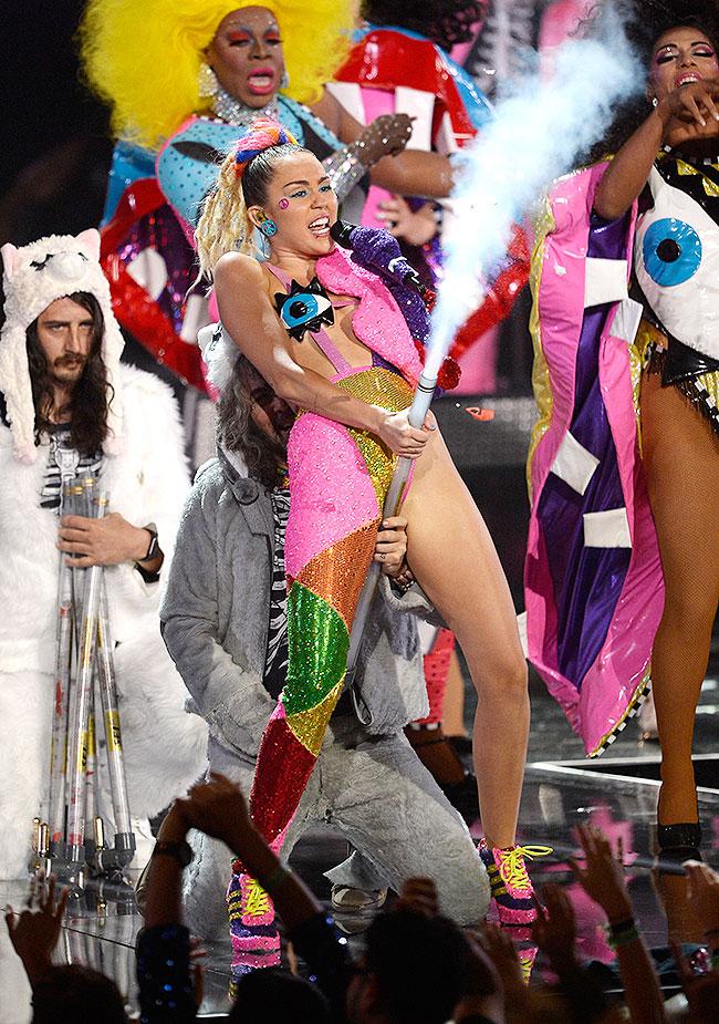 Miley Cyrus, VMAS 2015