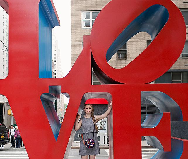 Madeline Stuart, síndrome de Down, bolsos, guatemala, campaña publicitaria