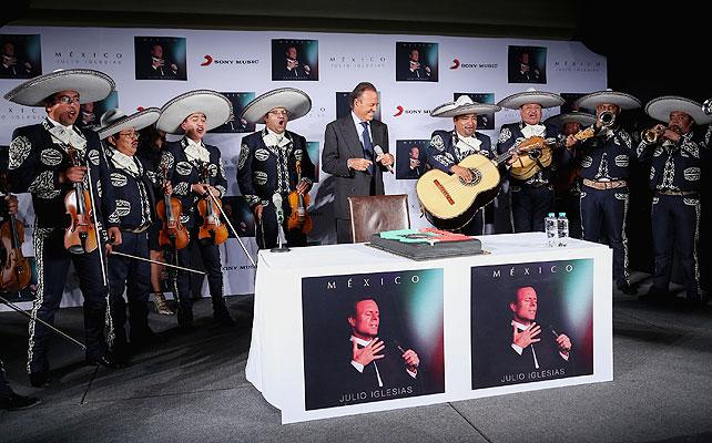 Julio Iglesias, mariachi, México, cumpleaños