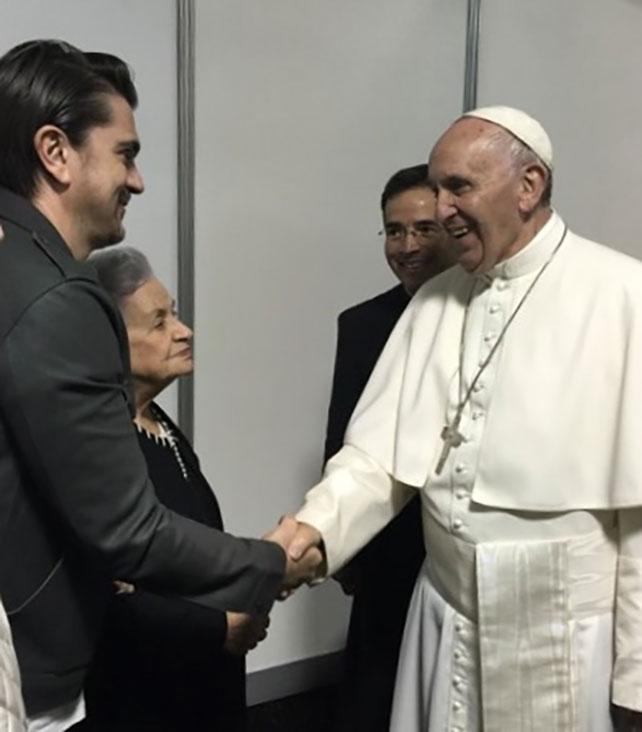 Juanes, papa Francisco