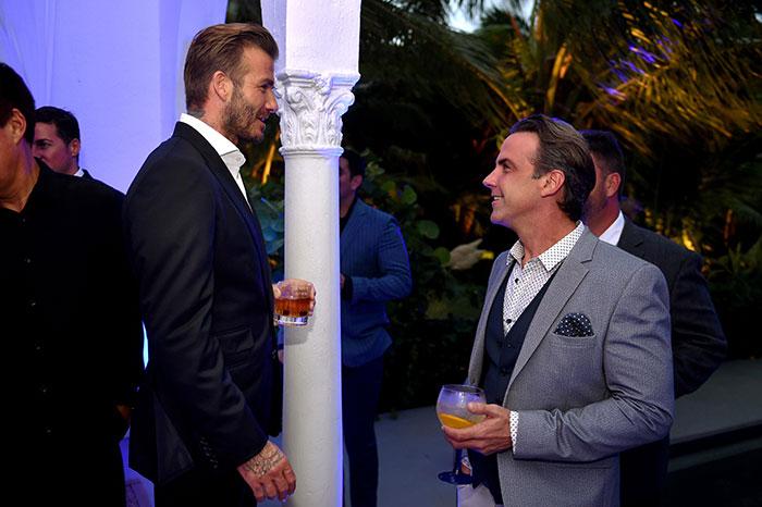 David Beckham, Carlos Ponce, Míralos