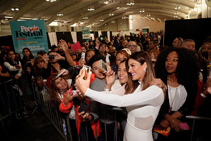 Los selfies de Festival, Gaby Espino