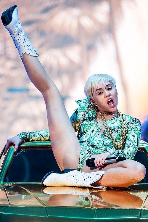 Miley Cyrus, clasificado XXX