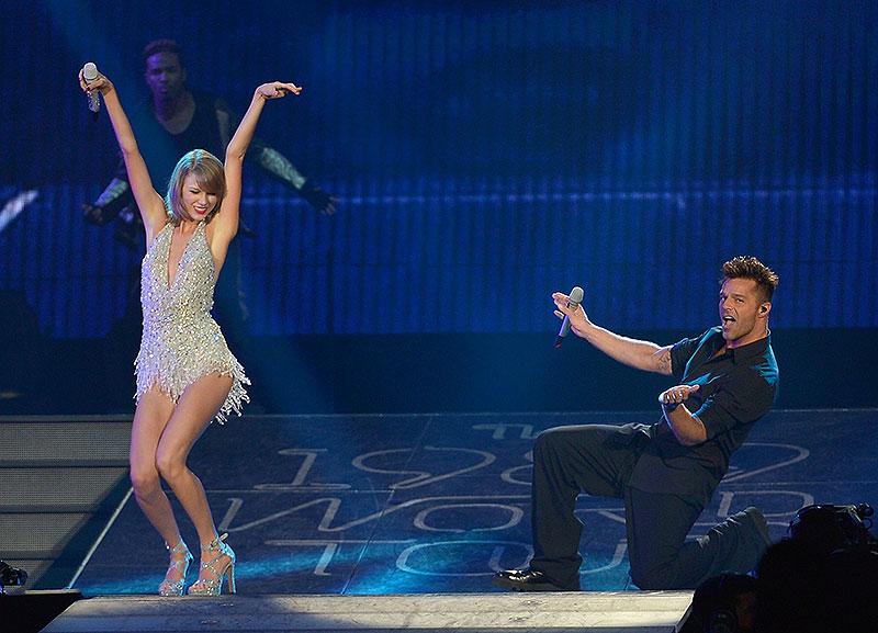 Taylor Swift, Ricky Martin, Míralos