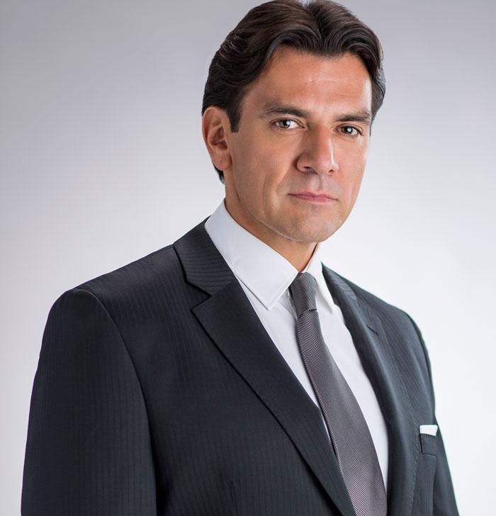 Jorge Salinas, Pasión y poder
