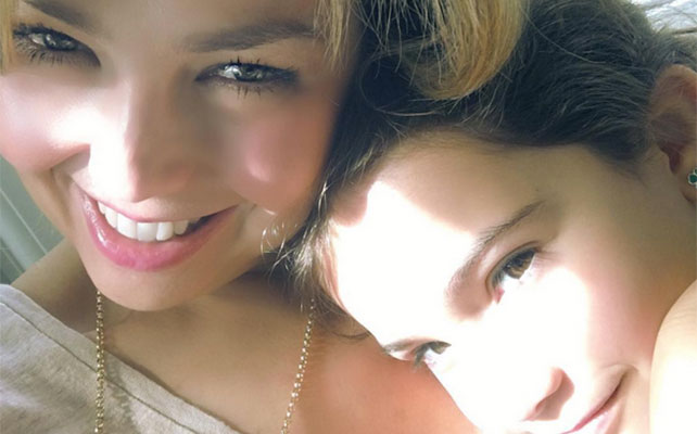 Thalía y Sabrina Sakaë
