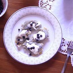 Ravioles polacos con fruta (pierogi)