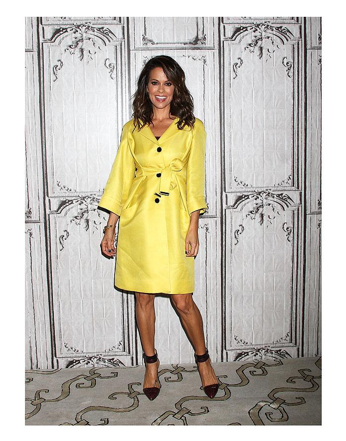 Brooke Burk, tendencia amarillo