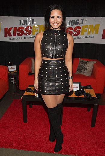 Demi Lovato, boots