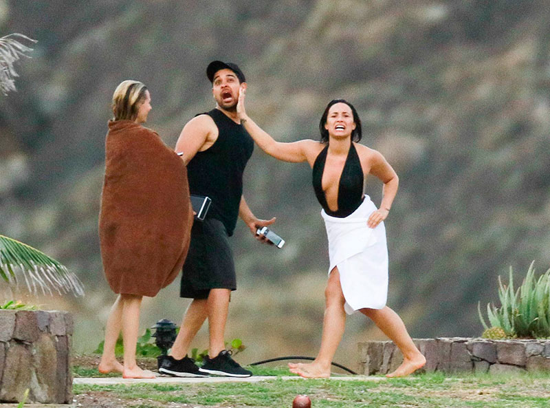 Demi Lovato, Wilmer Valderrama, Míralos