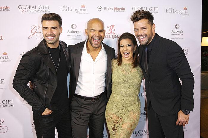 Miralos, Eva Longoria y Ricky Martin