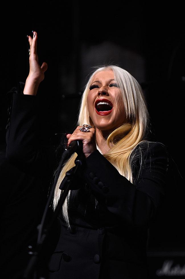 Christina Aguilera, Míralos