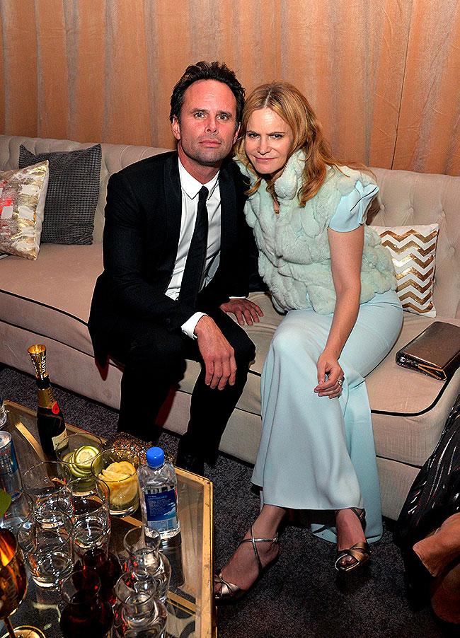 Walton Goggins y Jennifer Jason Leigh