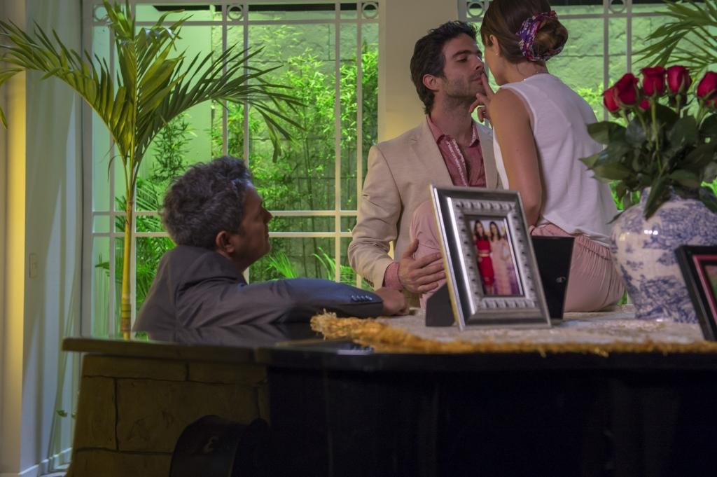 Alejandro Sanz con los protagonistas de A que no me dejas