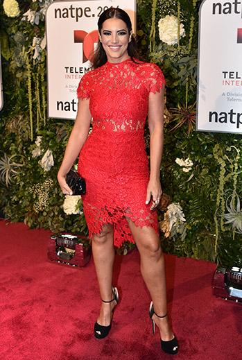 Gaby Espino, vestido rojo