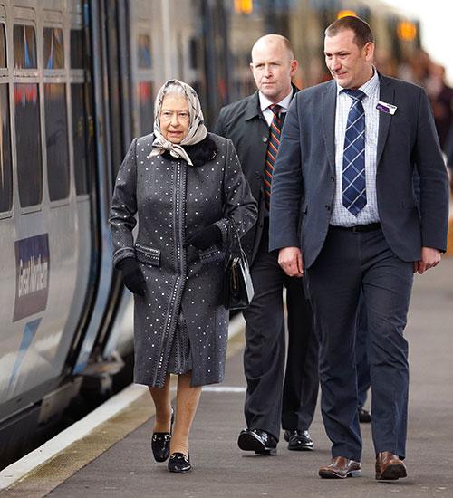 Miralos, Reina Isabel de Inglaterra