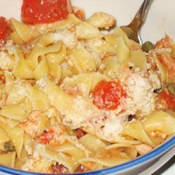 Spaghetti con atún y alcaparras