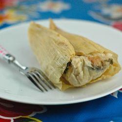 Tamales de elote con queso fresco