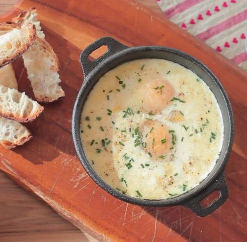 Huevos con jamón al horno