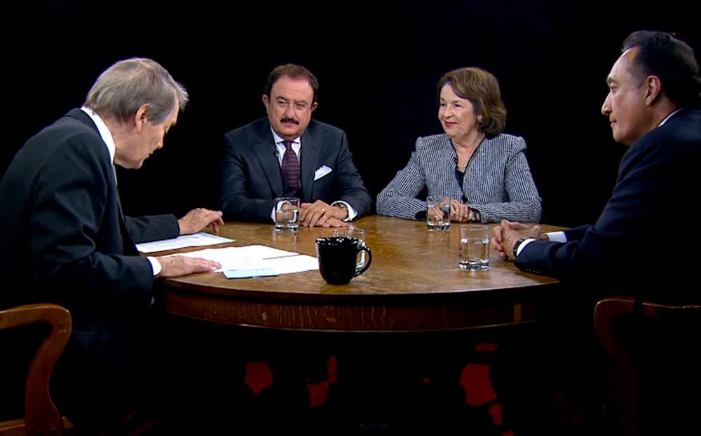 Charlie Rose con Sol Trujillo, Henry Cisneros y Aida Álvarez