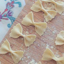 Cómo hacer pasta de moñito fresca