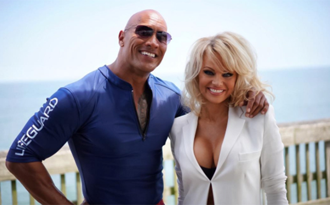 Dwayne Johnson y Pamela Anderson