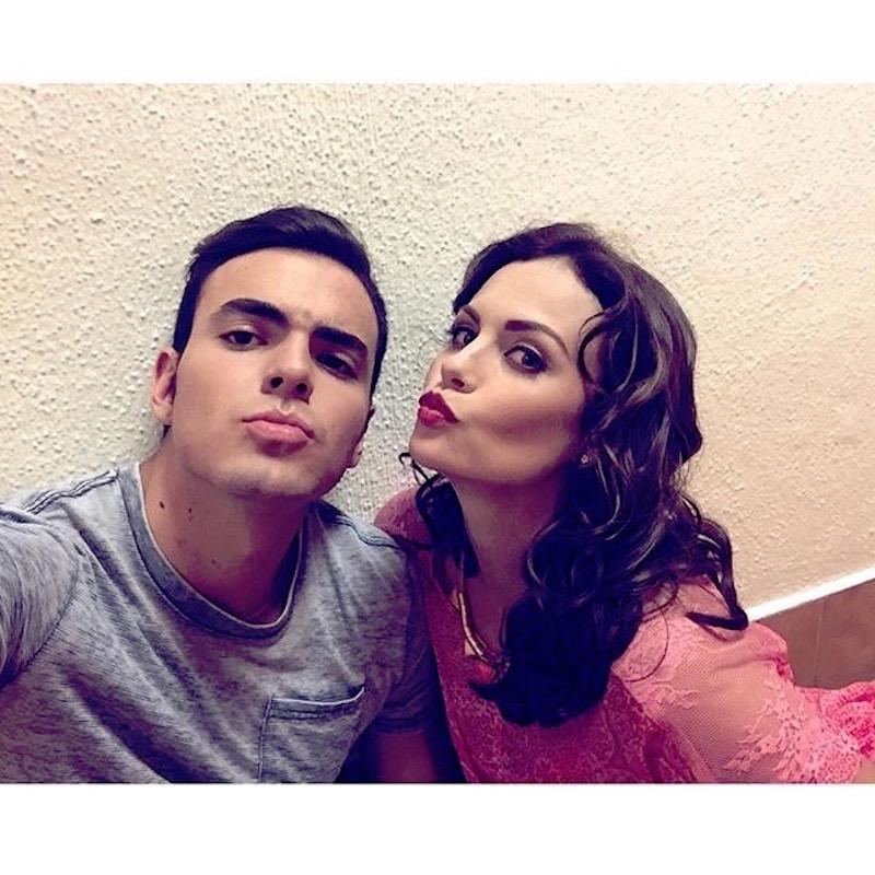 Laura Carmine y su novio Adriano Zendejas