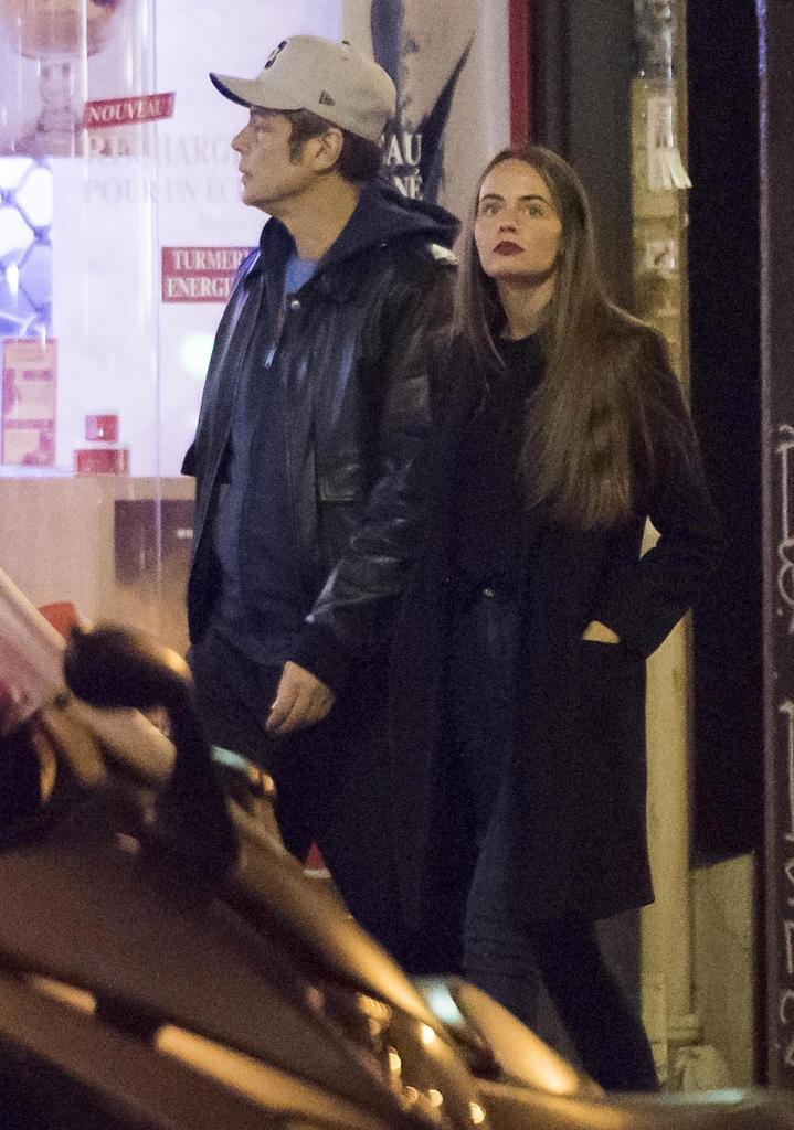 Benicio Del Toro y Indiana Vianelli