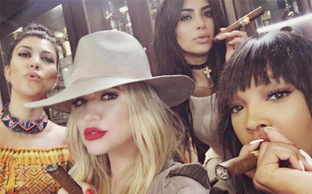 Malika (der.), Kourtney, Khloé y Kim Kardashian