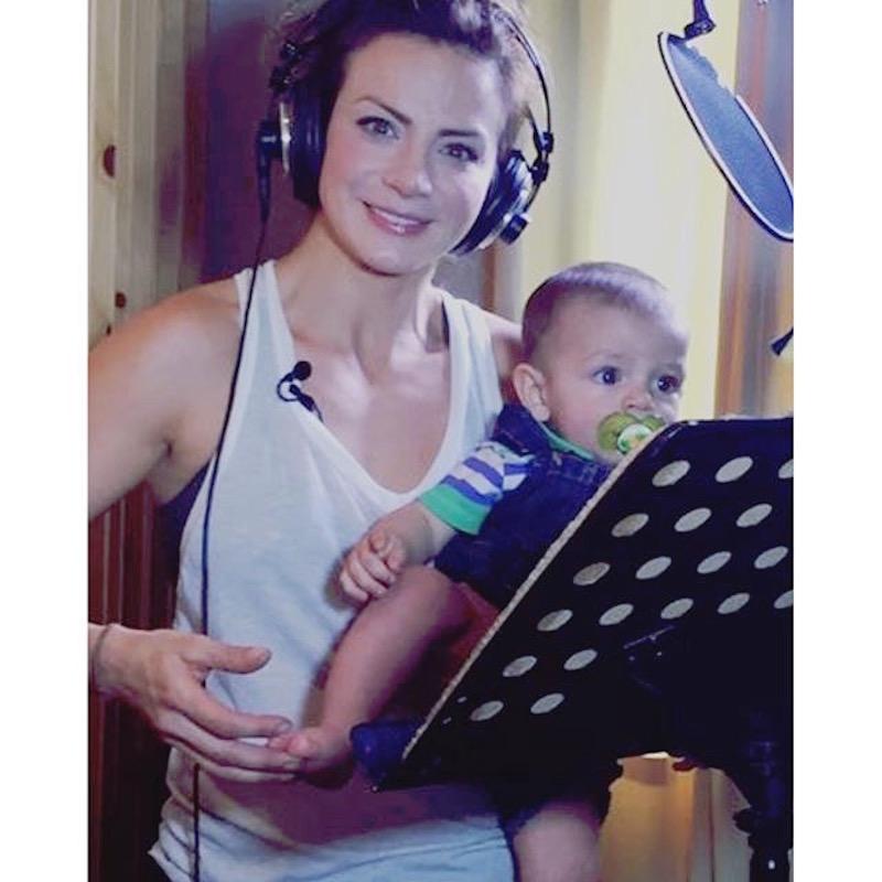 Silvia Navarro y su hijo León