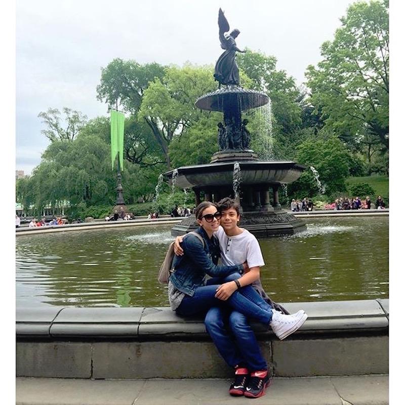 Ximena Duque y su hijo Cristian Carabias