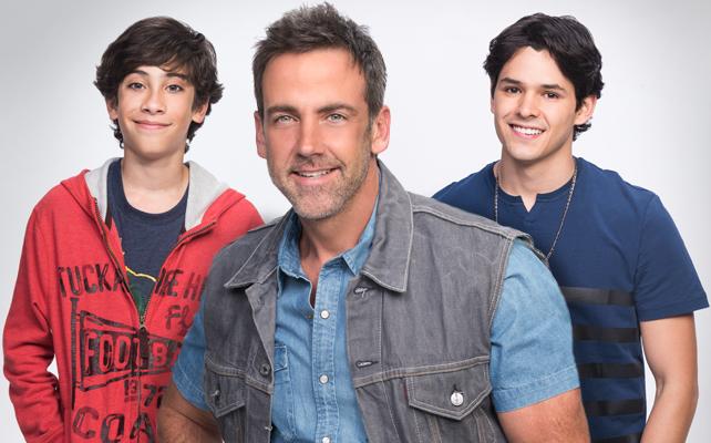 Carlos Ponce y sus hijos, Ricardo Abarca y Santiago Torres, en la telenovela Silvana Sin Lana