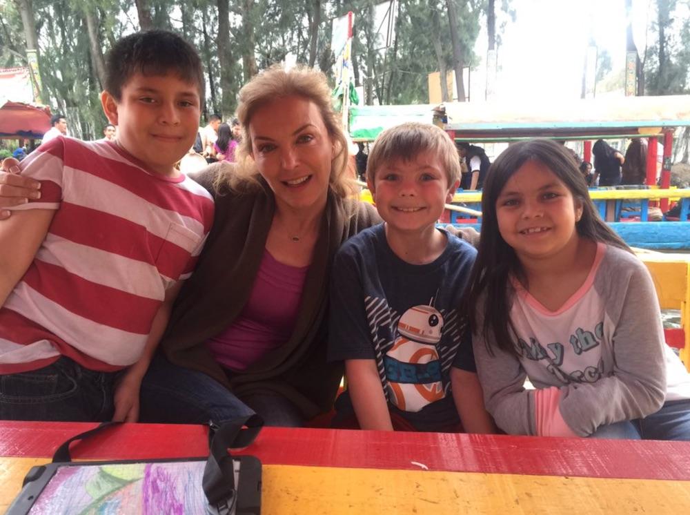 Laura Flores y sus hijos