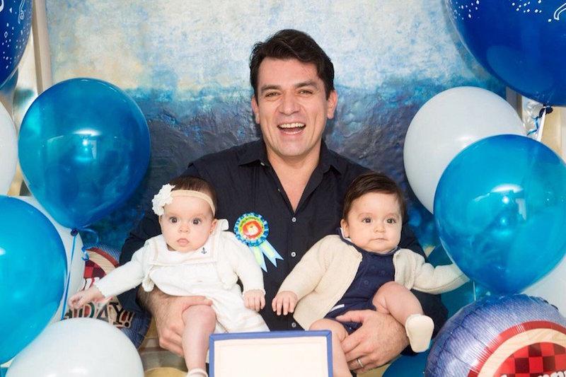 Jorge Salinas y sus mellizos