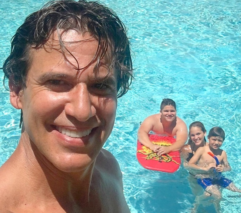 Jorge Aravena y sus hijos