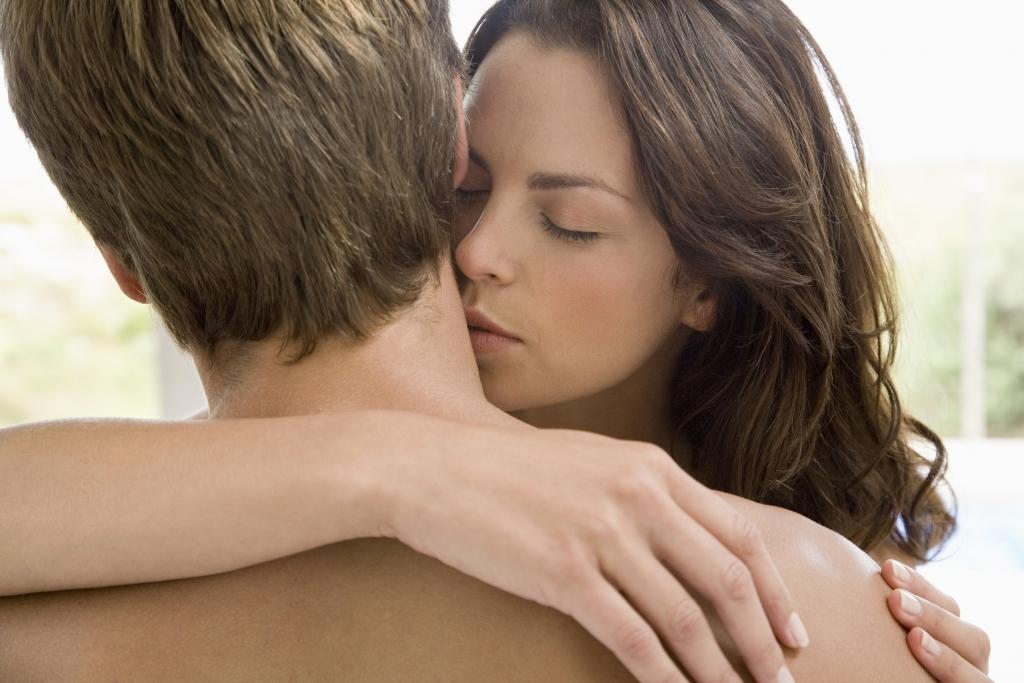 Joven muere tras beso en el cuello