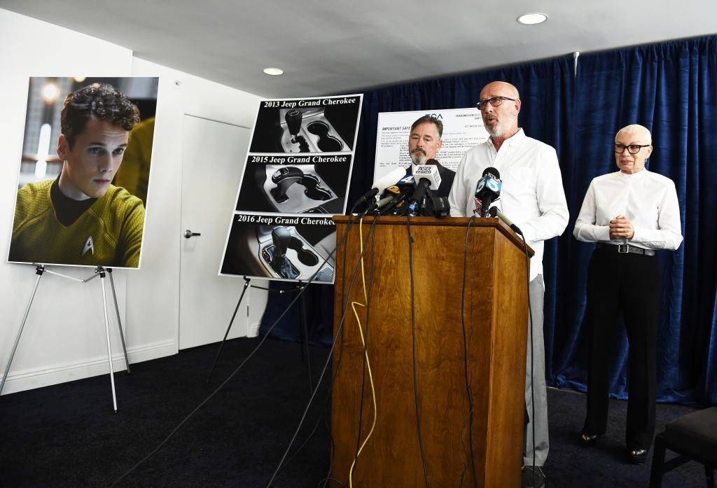 Los padres del actor Anton Yelchin, Irina y Victor Yelchin, y su abogado Gary Dordick