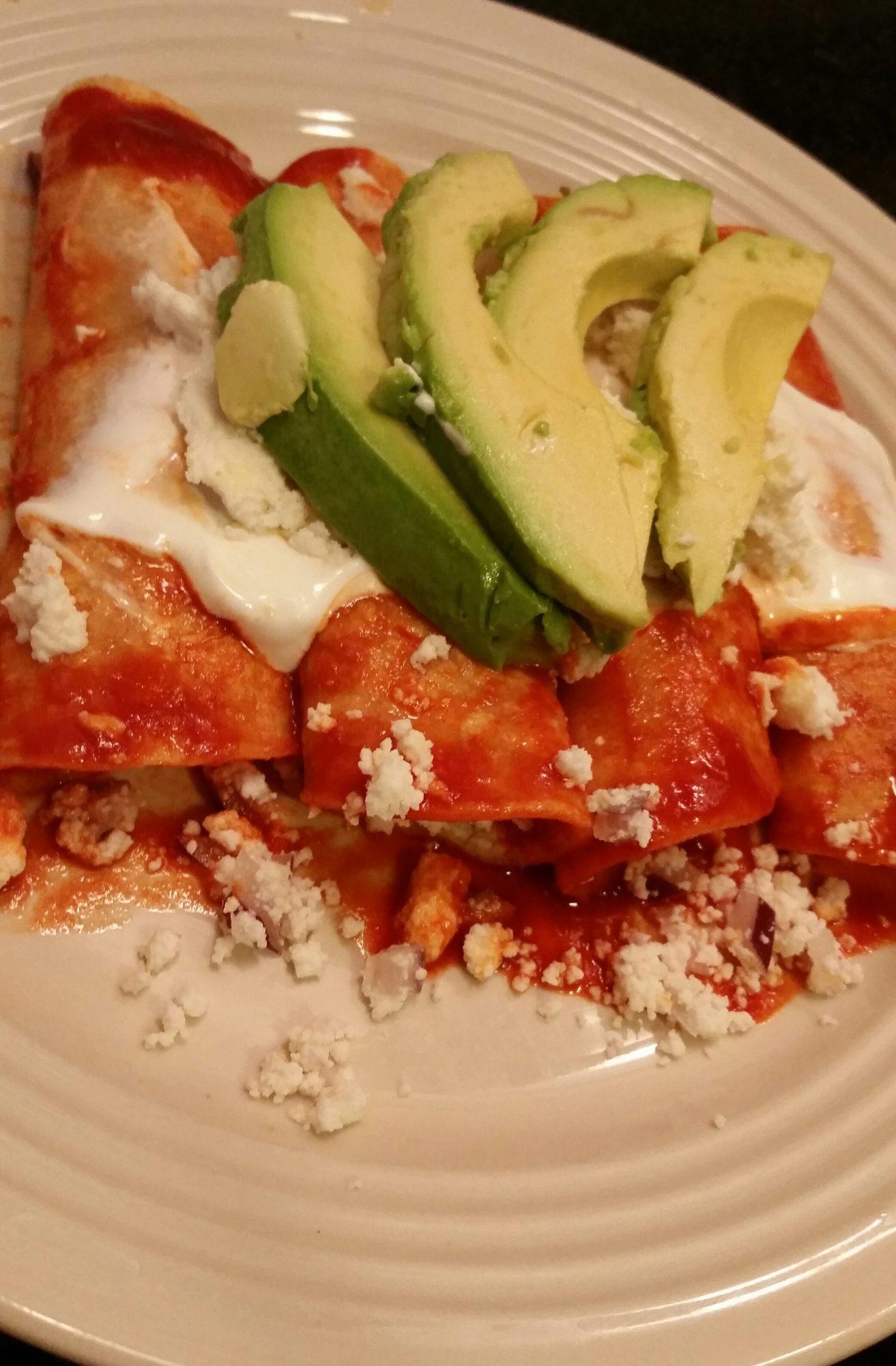 Enchiladas rojas con queso estilo Lety