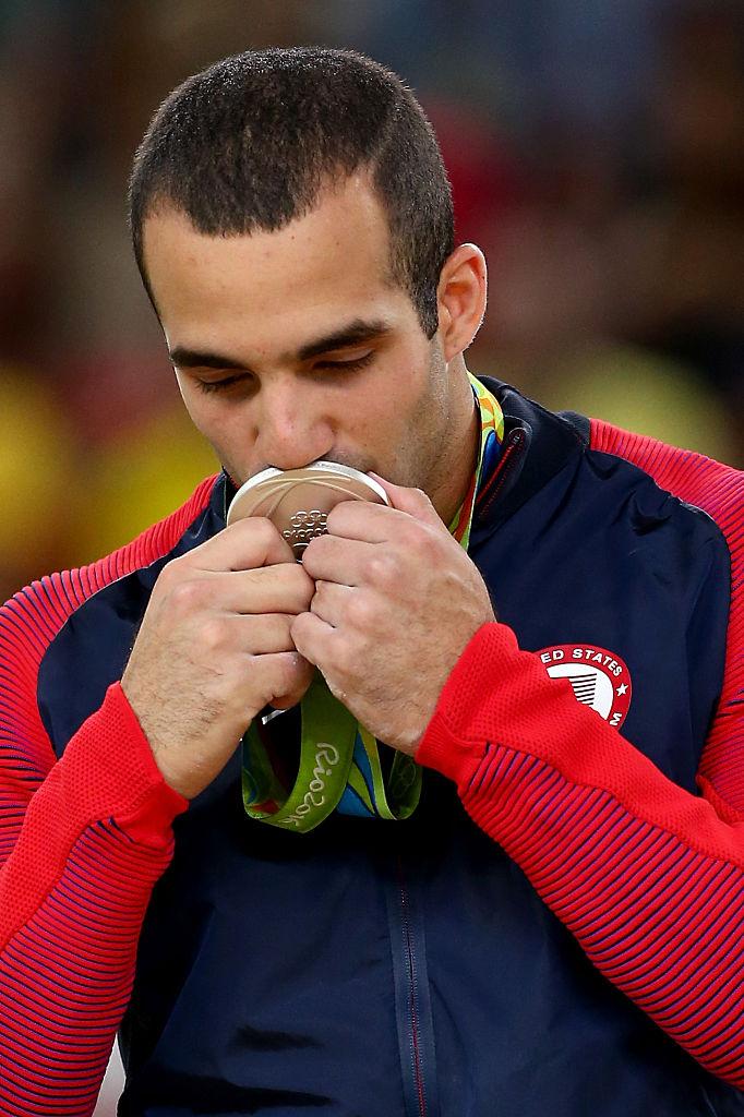 Danell Leyva besa medalla
