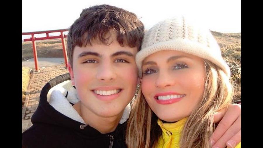 Aura Cristina Geithner y su hijo Demian
