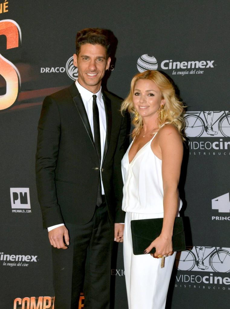 Erick Elías y su esposa