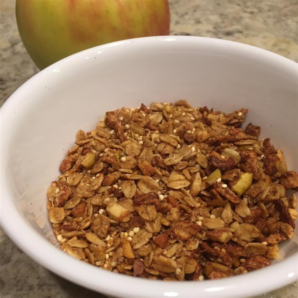 Granola de avena y quinoa con manzana