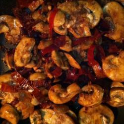Champiñones con chile guajillo