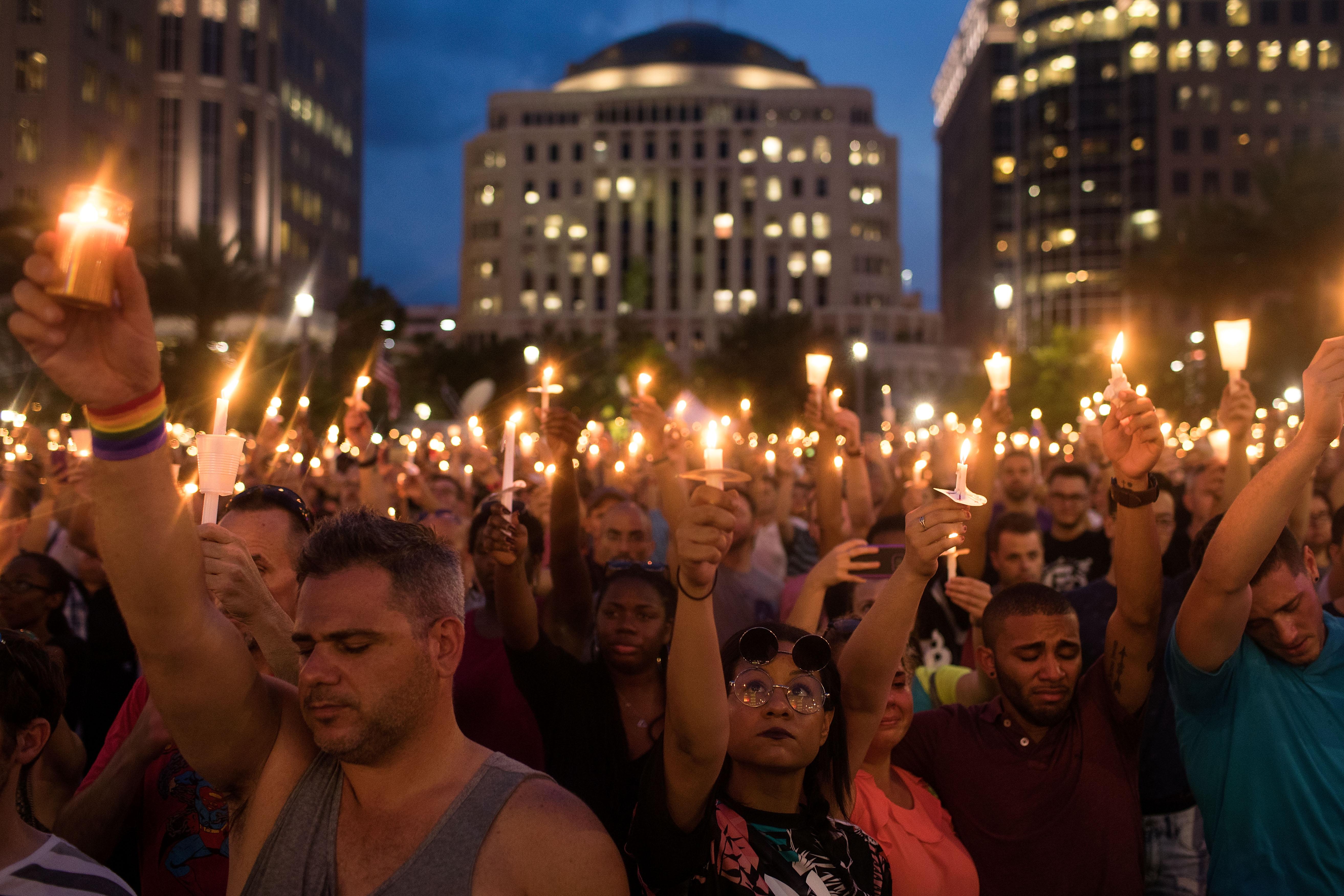Homenaje a vítimas de tiroteo en Orlando