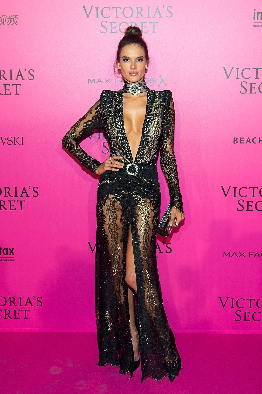 Alessandra Ambrosio en el after party de Victoria's Secret