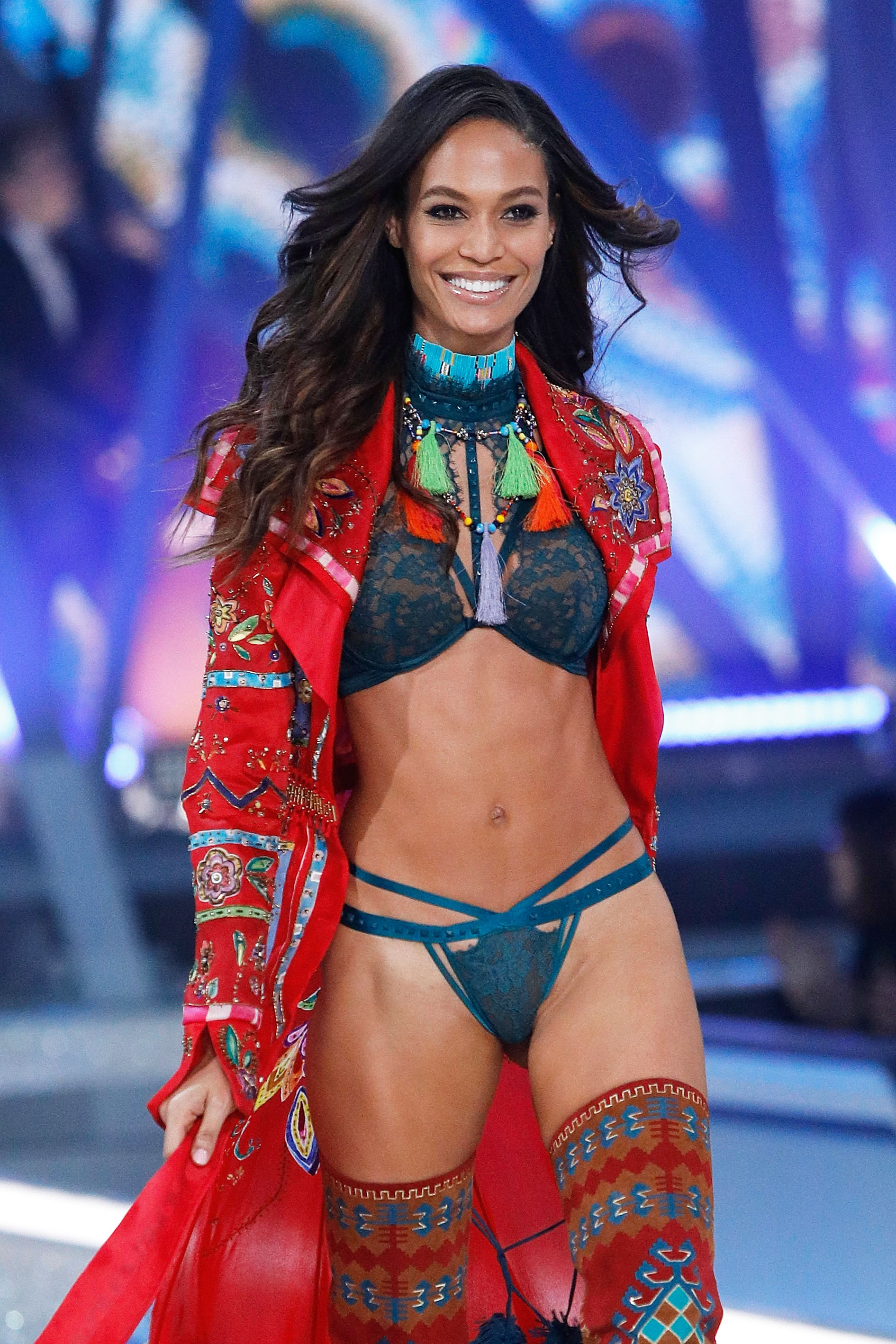 Joan Smalls en el Victoria's Secret Fashion Show 2016
