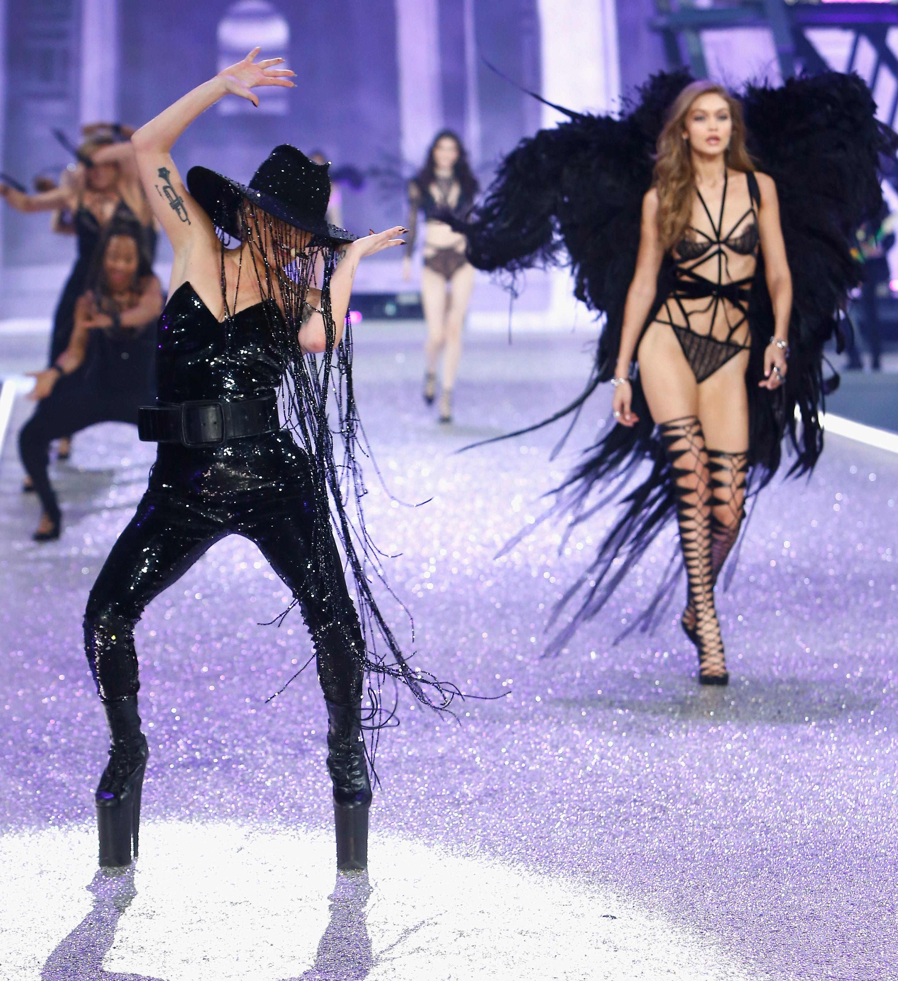 Lady Gaga en el show de Victoria's Secret