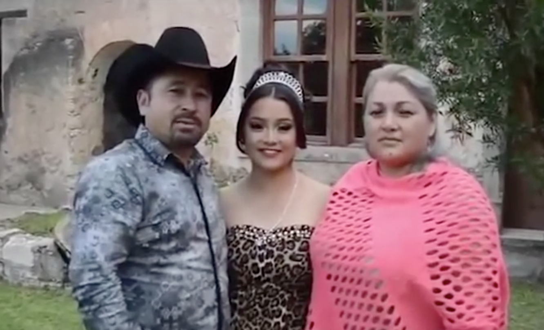 Rubí y sus padres.