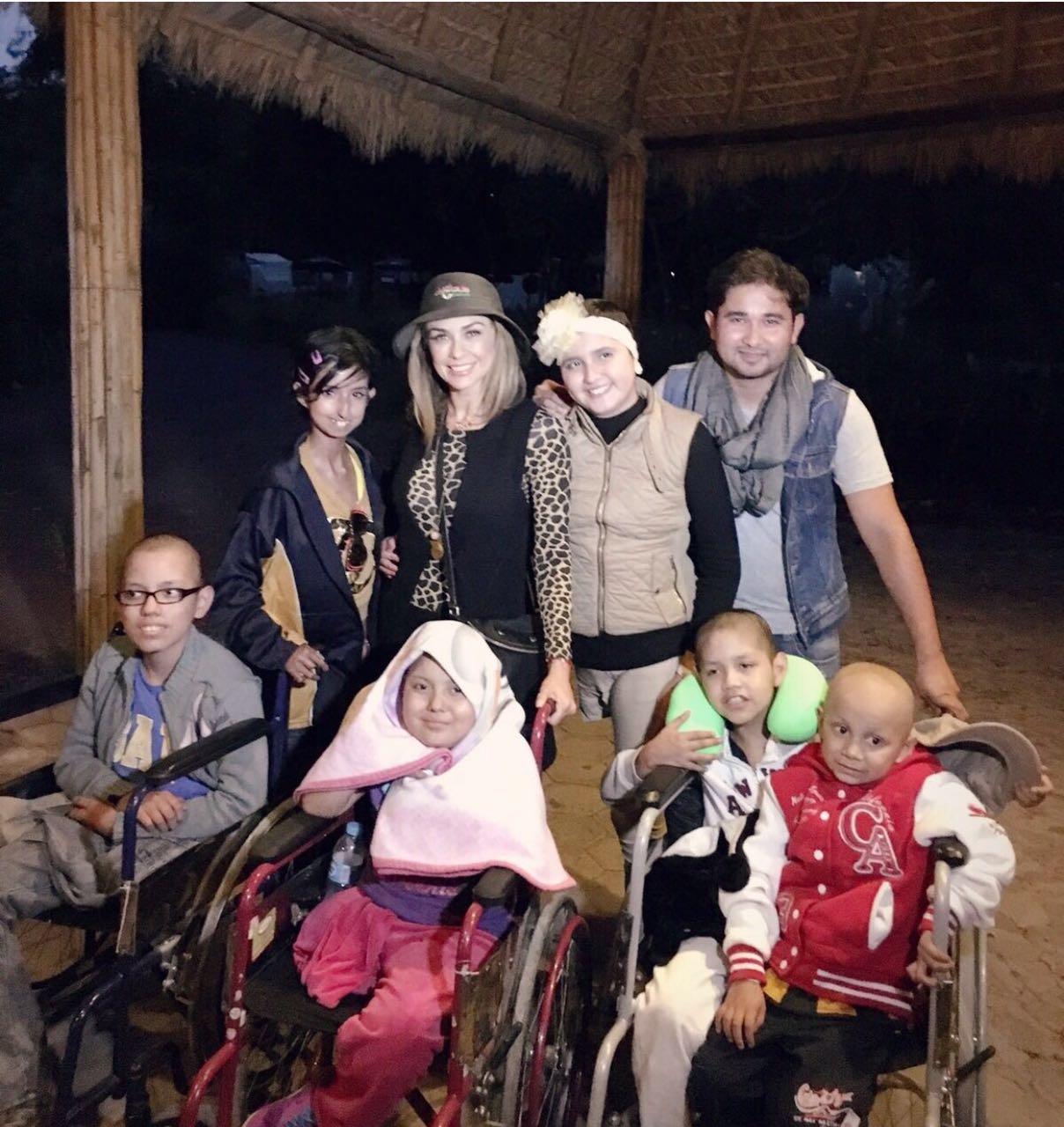 Aracely Arámbula con los niños