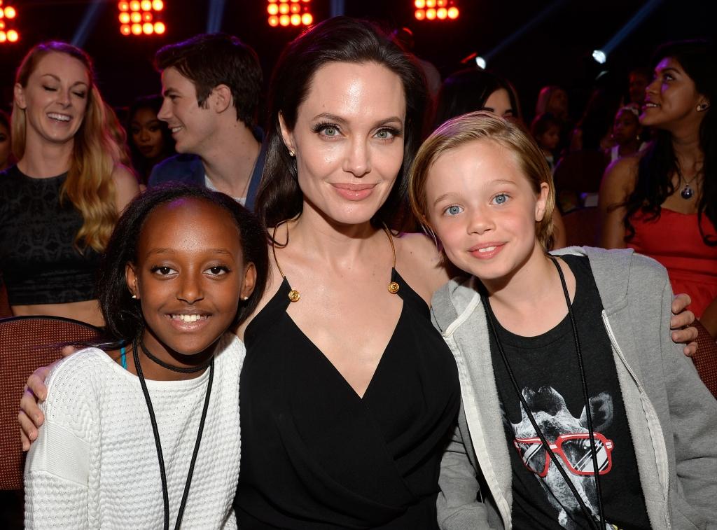 Angelina Jolie con sus hijos Zahara Marley Jolie-Pitt y Shiloh Nouvel Jolie-Pitt
